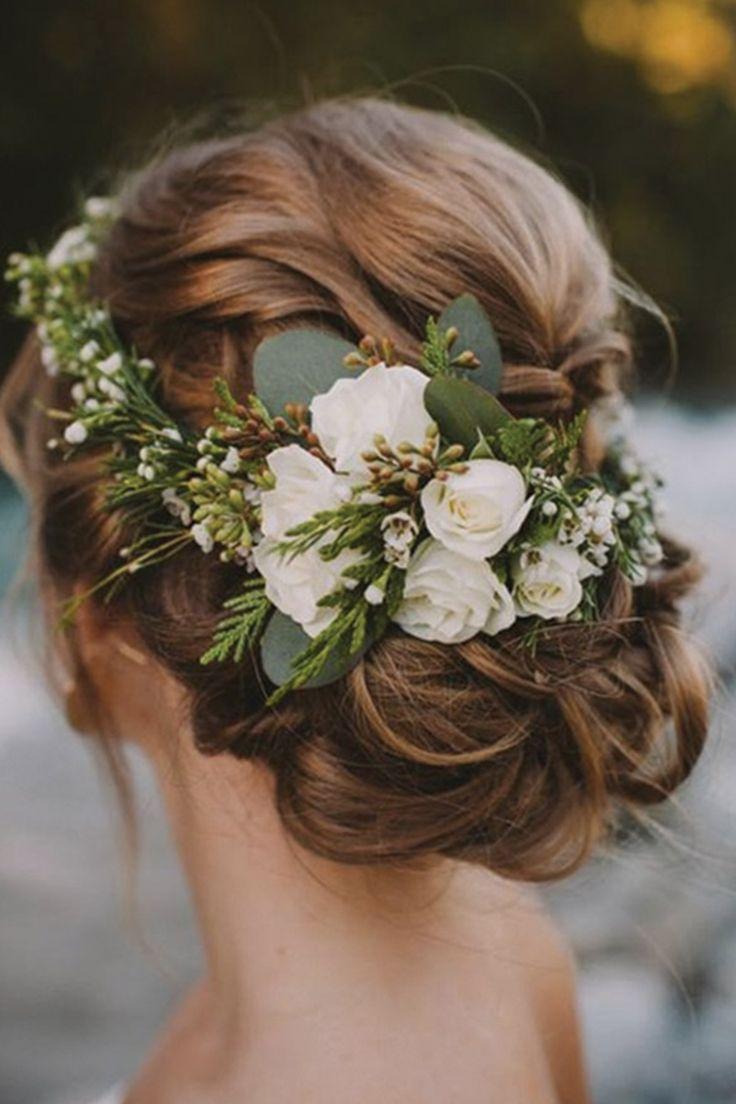 Свадебная прическа с цветочками в волосах