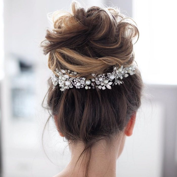 Wedding hair with flowers jewels 35 messy wedding hair updos for wedding hair with flowers jewels junglespirit Choice Image