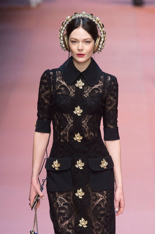 Fashion Fashiondailymag Laced Gold Dolce Gabbana