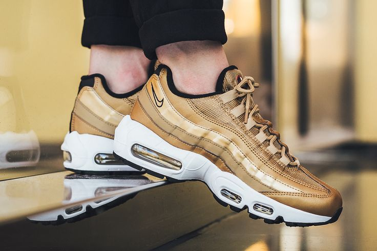 Sneakers Women's Fashion : On Foot: Nike WMNS Air Max 95