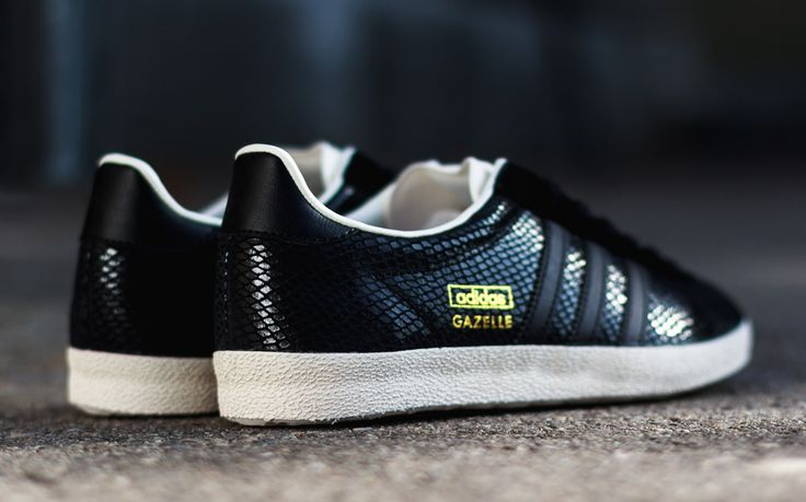 Sneakers Women's Fashion : adidas Gazelle OG Black Snake