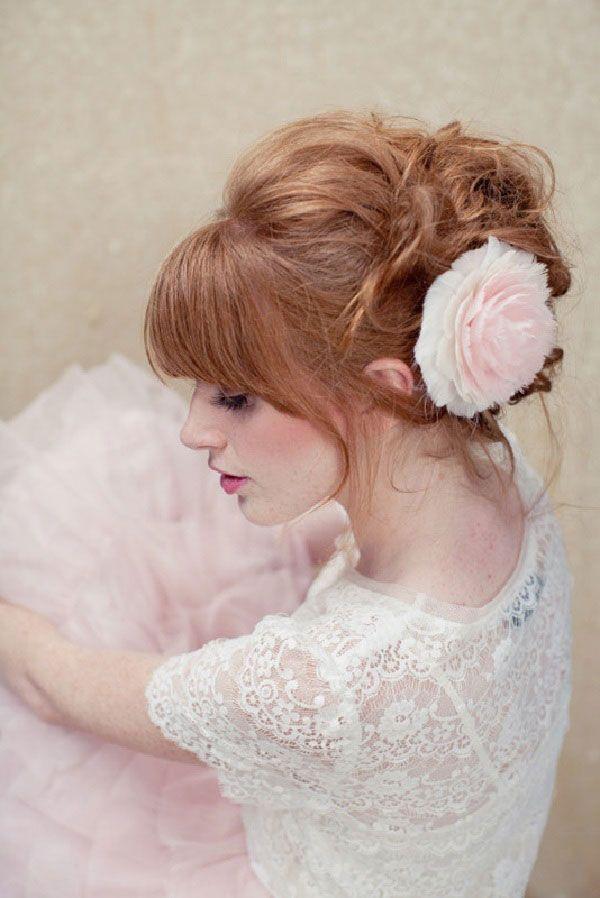 Trendy Hair Style Coiffure Romantique Chignon Flou