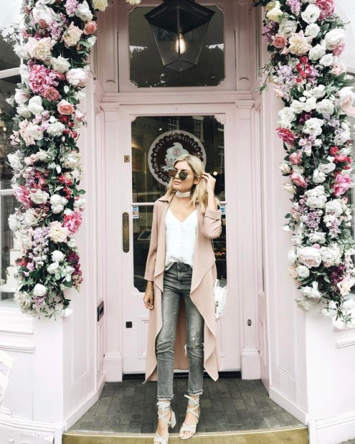 Street Style : Emily Lucianohas the perfect spring palette here, in shades of…