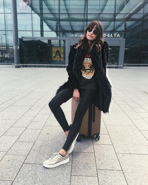 Street Style : Michelle's travel style consists of leather leggings, a classic…