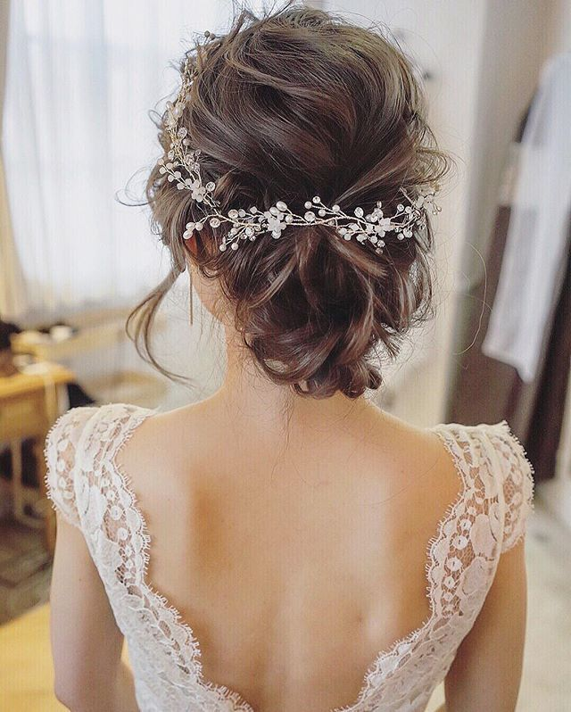Wedding Hair With Flowers & jewels : Todo para tu #boda y peinado entrando a http://bodaydecoracion.com/productos/#!/…